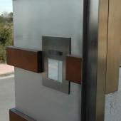 Fachada de Aço inoxidável com detalhes em aço corten